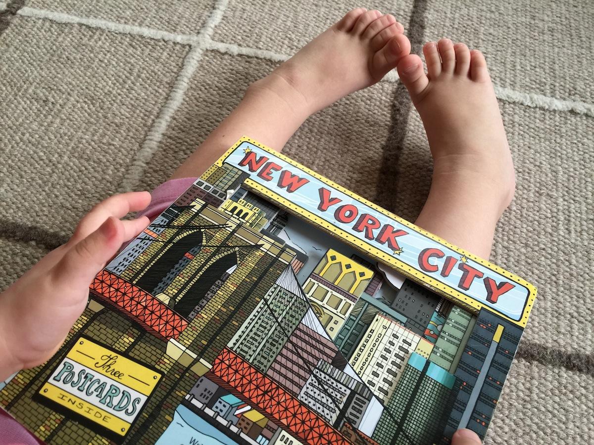 La biblioteca de Cristina: New York City / Cristina's library: New York City
