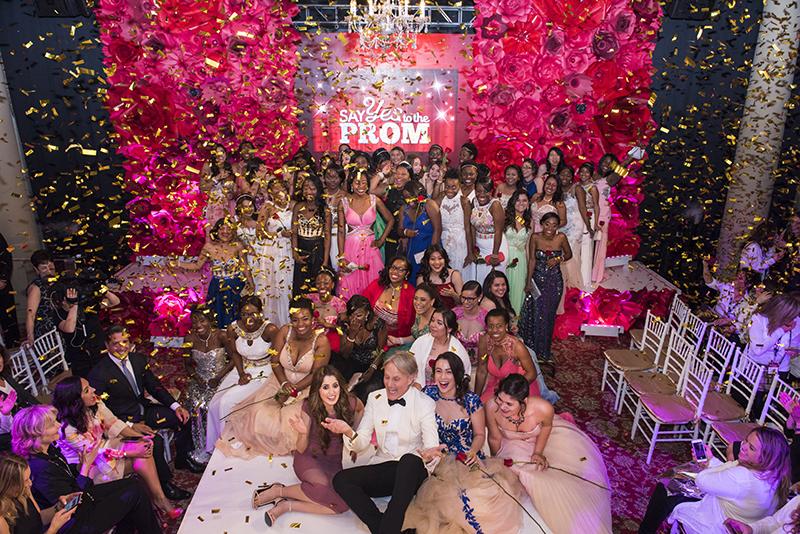 'Say yes to the Prom': Más allá de un lindo vestido y una fiesta / More than a nice dress and a party