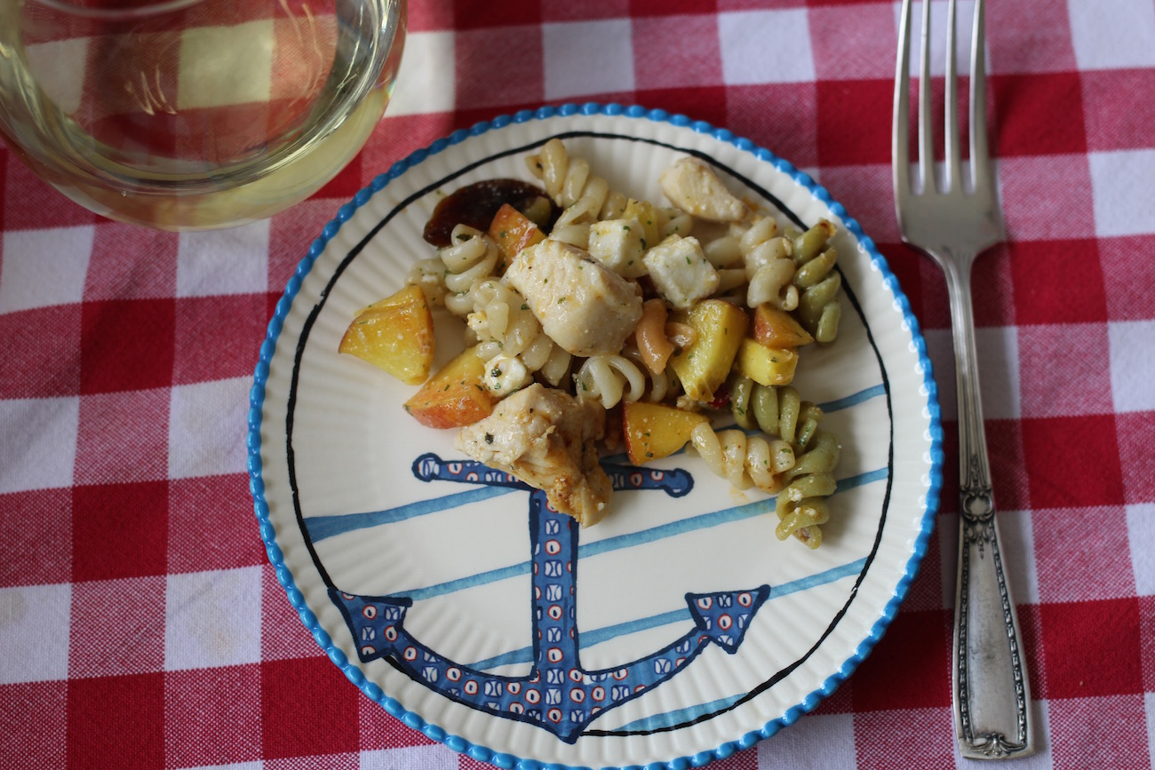 Ensalada de pasta Suddenly Salad con duraznos y pollo / Pasta salad with peaches and chicken